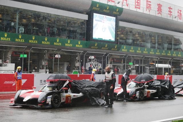 画像: 朝から降り続く雨に祟られたWEC第5戦上海。赤旗中断、セーフティカー導入など、レースは大混乱。