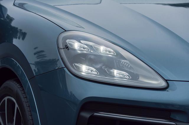 画像: 先進的な表情を目元から生み出す「LEDマトリックス ヘッドライト」はオプションとなる。