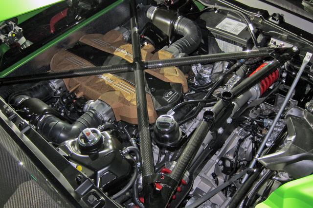 画像: ランボルギーニ市販車史上最強の770hp/720Nmを発生する6.5LのV12エンジン。