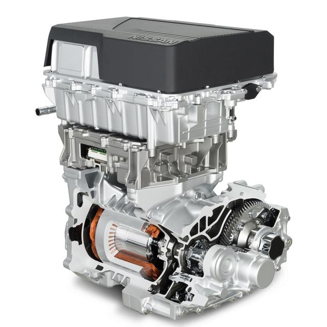 画像: 新型日産リーフのパワーユニットは、下からモーター、インバーター、充電器やコンバーターなどが重なる。