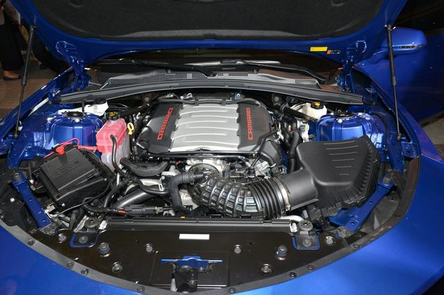 画像: V8エンジン搭載車は10速ATを採用。クロスレシオ化を実現し、広い速度域でパワーを効率よく引き出す。