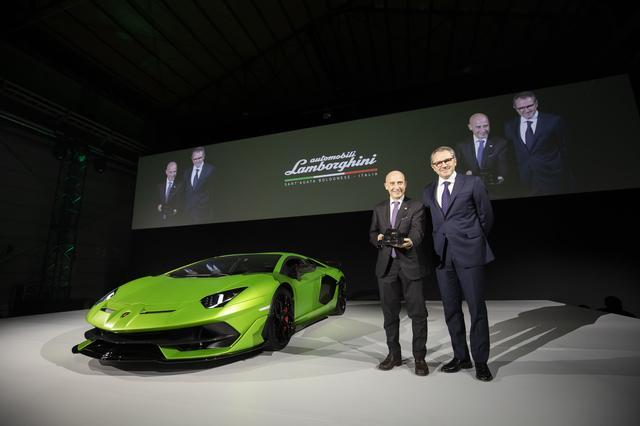 画像: ドメニカリ CEO(写真右)とスタラーチェ駐日イタリア大使。