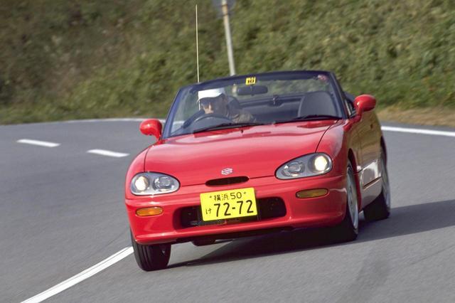 画像: 1991年に発売されたスズキの2シーターオープンスポーツモデル、カプチーノ。