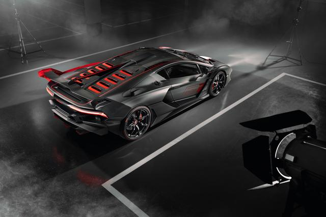 画像: リアフードも特別に開発。V12エンジンの冷却性能を向上させるよう設計。