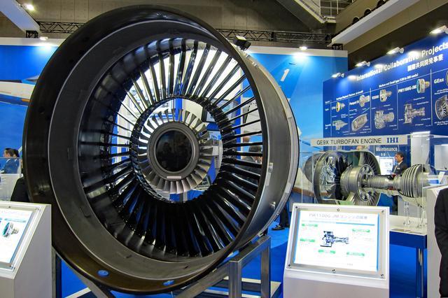 画像: IHIはターボファンエンジンの実物を展示。会場に展示するのは、これが限界か?