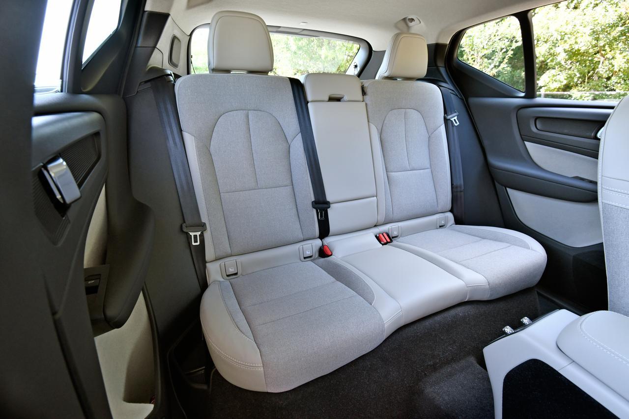 Images : 7番目の画像 - 「【試乗】ボルボXC40 T4 AWD モメンタムはスニーカー感覚で乗れるカジュアルSUV」のアルバム - Webモーターマガジン