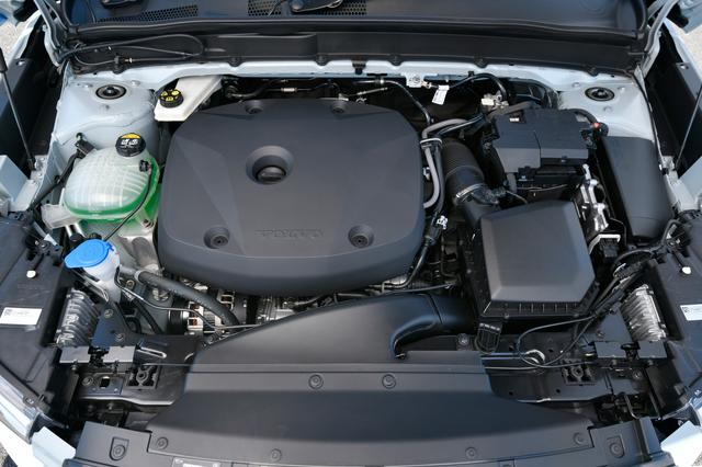 画像: T4が搭載する2L直4ターボは、T5より62ps/50Nm出力/トルクが抑えられた190ps/300Nmを発生。