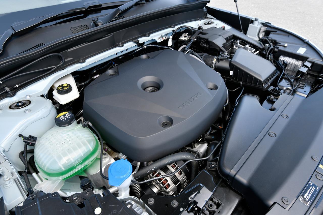Images : 9番目の画像 - 「【試乗】ボルボXC40 T4 AWD モメンタムはスニーカー感覚で乗れるカジュアルSUV」のアルバム - Webモーターマガジン