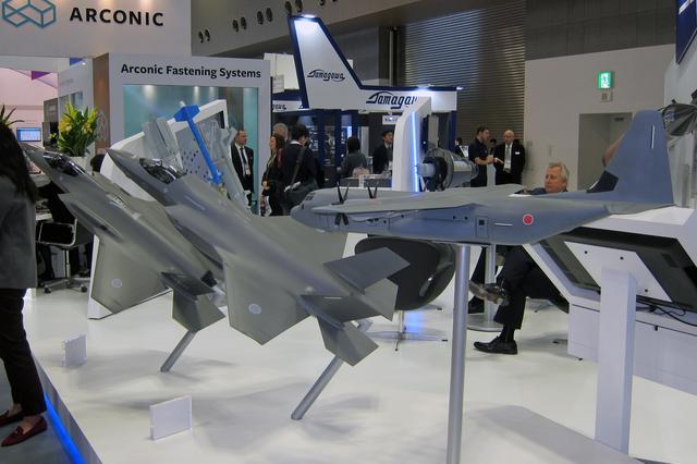 画像: ロッキードマーティン社は、旅客機から軍用機まで、さまざまな機体の模型を展示。