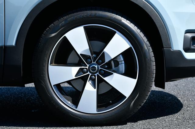 画像: 19インチホイールと235/50R19タイヤはオプション。標準は18インチ。