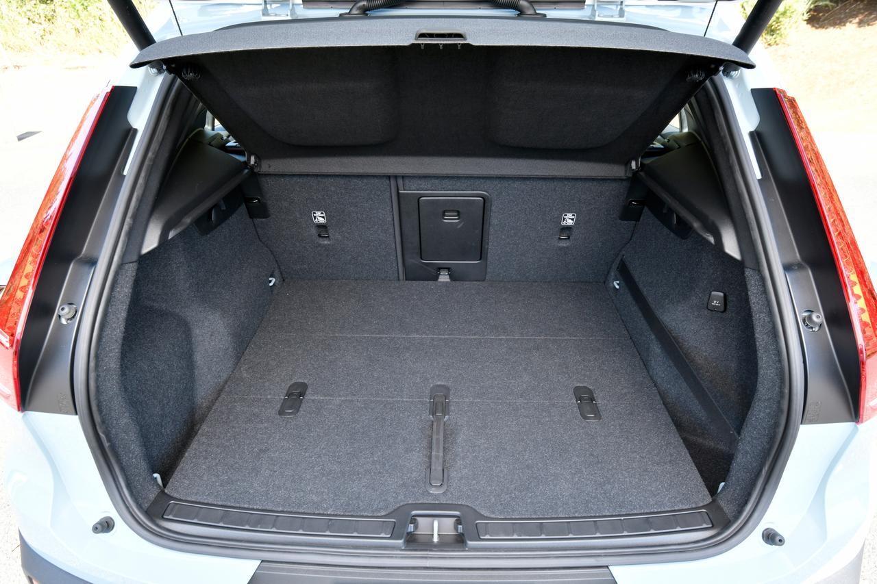 Images : 10番目の画像 - 「【試乗】ボルボXC40 T4 AWD モメンタムはスニーカー感覚で乗れるカジュアルSUV」のアルバム - Webモーターマガジン