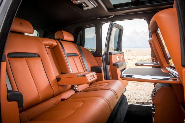 画像: 後席はベンチシートと左右で独立したインディビデュアルシートの2タイプが用意される。