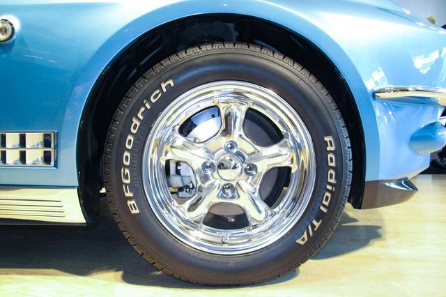 画像: このタイヤとホイールはオプションで、195/60R15。純正はロードスターと同じ形状。