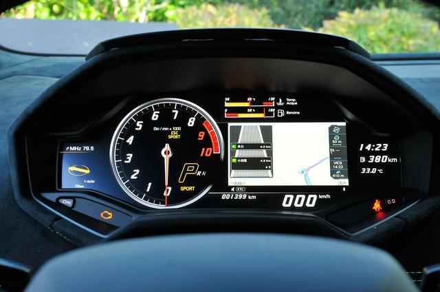 画像: 新デジタルコクピットディスプレイは、ドライビングモードを切り替えると設定が変更される。これもまたハイテク。