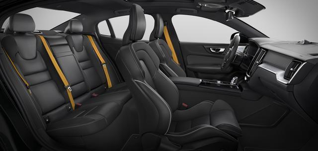 画像: ゴールド色のシートベルトはポールスターファミリーである証となる。