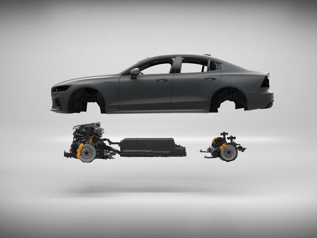 画像: プラグインハイブリッドのT8。バッテリーが中央に搭載され最適な前後重量配分を実現する。