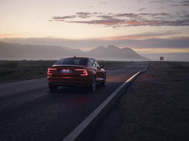 画像: T6 AWD Rデザイン。パワフルでありデザインも美しい。
