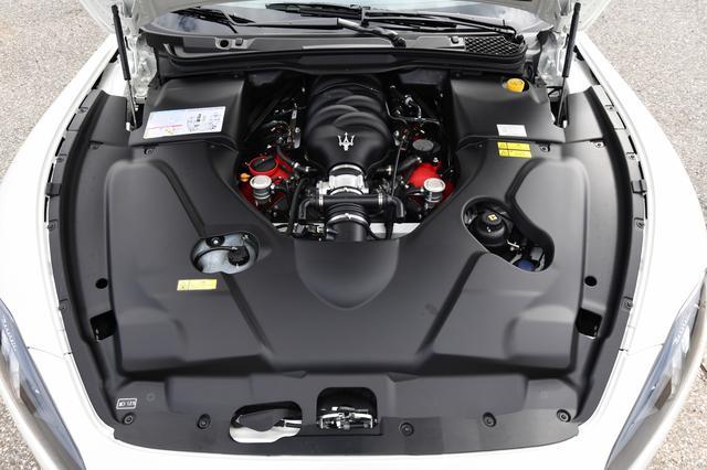 画像: 4.7L V8自然吸気エンジンの最高出力は460ps。グランカブリオMC最高速度は291km/h。