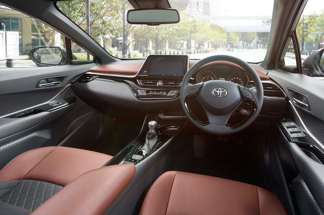 画像: トヨタ C-HRの特別仕様車「モード-ブルーノ(Mode-Bruno)」のコクピット。