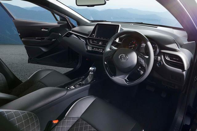 画像: トヨタ C-HRの特別仕様車「モード-ネロ(Mode-Nero)」のコクピット。