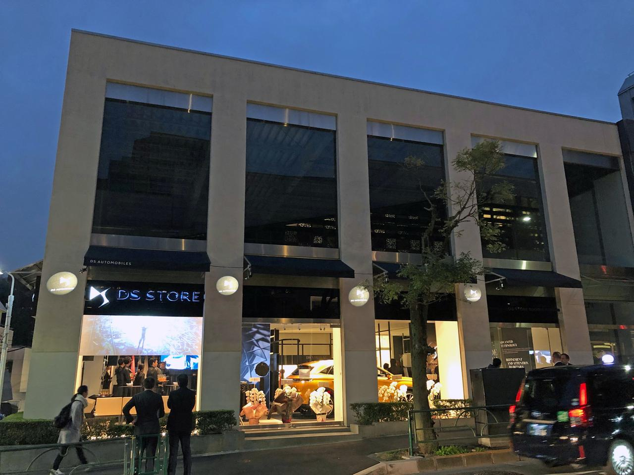 画像: 美術館通りに面したDSストア東京。周辺にはオシャレな店がズラリと並ぶ。