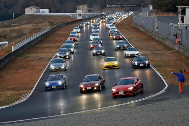 画像: パレードを楽しんだオーナーとマツダ車たちは、笑顔で帰路についていく。