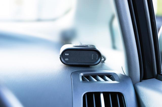 画像: 車内に取り付ける表示機
