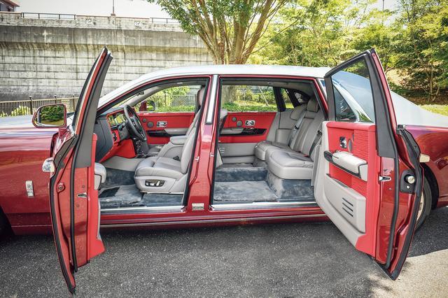 画像: ロールスロイスの象徴でもある観音開きドア。後席への乗り降りのしやすさはショーファーカーに相応しい。