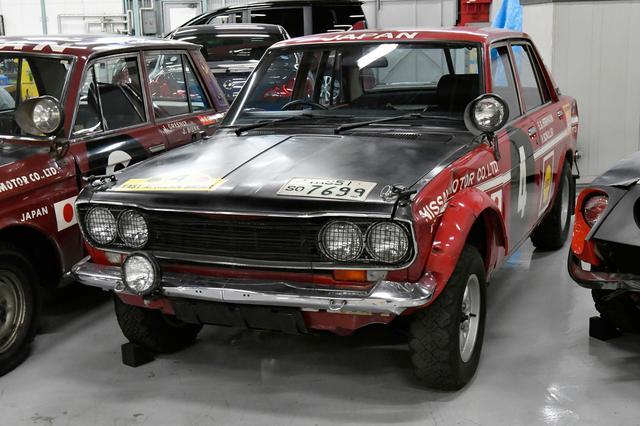 画像: サファリラリー挑戦8年目にして総合/クラス/チームという完全制覇をもたらした車両。1.6Lの直4SOHCエンジンはライバルより非力な130psながら、バランスの良さが光った。映画「栄光の5000キロ」では石原裕次郎が510のハンドルを握った。市販車の510ブルーバードは1967〜72年まで販売された。