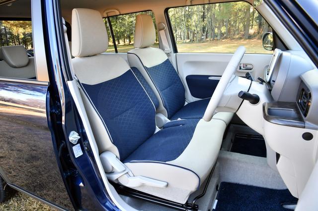 画像: 運転席と助手席はヒーターを装備。