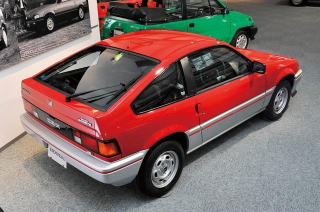 画像: バラードスポーツCR-Xはもともと対米輸出用のエコカーとして企画されたものだったが、国内では同時期にトヨタからFRスポーツのレビン&トレノ(AE86=通称ハチロク)が登場したこともあって、FFスポーツとしてライバル視されることになった。たしかに短いホイールベースゆえシャープなハンドリングはスポーツ然としていた。