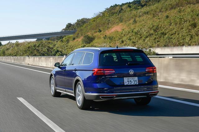 画像: TDI搭載によるメリットは、高速道路での巡航時にも享受できる。好燃費でロングドライブも苦にならない。