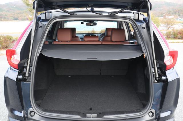 画像: 荷室容量は499Lで、ガソリンモデルよりやや容量が少ない。