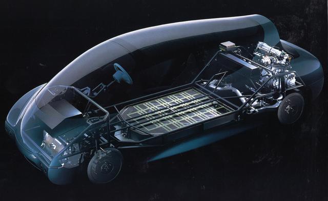 画像: 車体前部から順にモーター→バッテリー→ジェネレーター→発電用エンジンが並ぶシリーズハイブリッドだった。