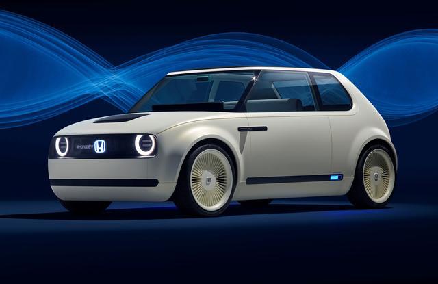 画像: 2017年9月のフランクフルトショーで初公開、同年11月の東京モーターショーにも出品された「アーバンEVコンセプト」。コンセプトカーは3ドアハッチバックだが、市販車は5ドアハッチバック。
