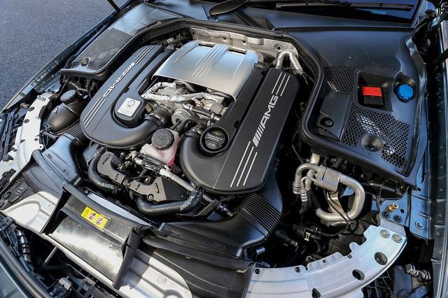 画像: ホットインサイドVレイアウトを採用。エンジンマウントシステムも走行状況によって硬さを瞬時に調節する。