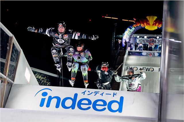 画像: 昨シーズンのワールドチャンピオン、クロクソール選手を追う安床選手(右から2人目)。ⒸArmin Walcher / Red Bull Content Pool