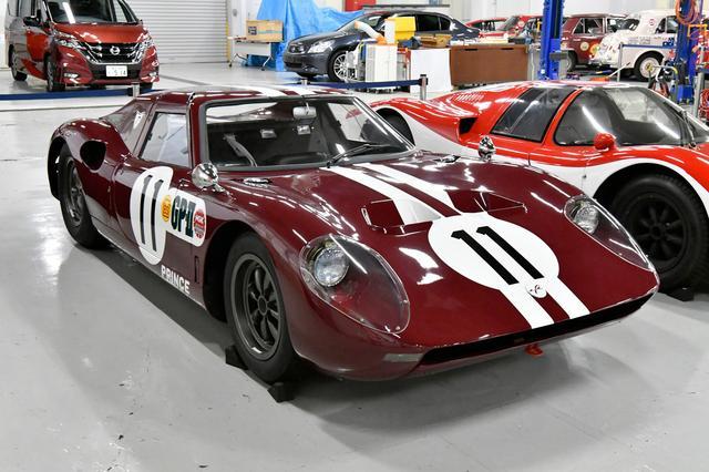 画像: 1965年に登場、1966年の第3回日本GPでは1-2フィニッシュを飾ったプリンスR380。日本初の本格的レーシングプロトタイプカー。海外のレーシングパーツを使いながら独自にシャシを設計、エンジンはグロリア用の直列6気筒をフルチューンした専用のものだった。