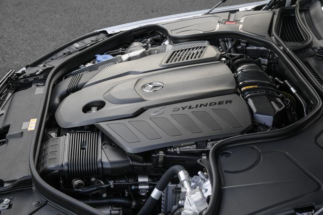画像: M656型直列6気筒ディーゼルターボエンジン。最大トルクの700Nmを1200rpmという低回転で発生。