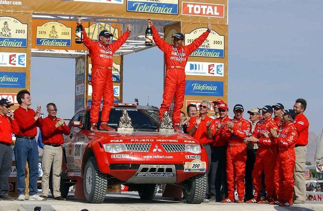 画像: 増岡浩は2002年、2003年とパジェロエボリューションでパリダカを制覇する。
