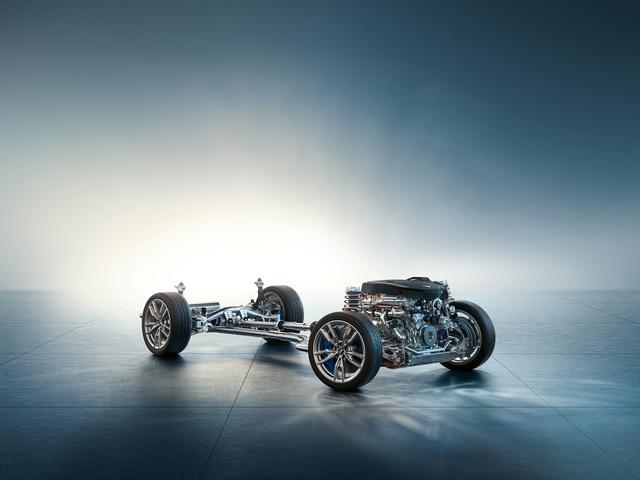 画像: 500Nmの大トルクに対応してxDriveを採用。市場によってFRも設定されるようだ。4WDシステムは後輪駆動志向で、コーナーではむしろオーバーステア傾向で進入し、スロットル操作次第でリバースコントロールが可能であるという。