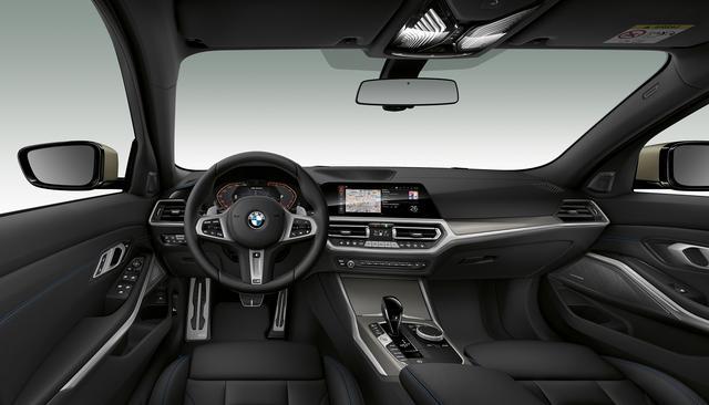 画像: M340i xDriveのインテリア。M3よりも快適性重視の方向で仕立てられる。Mスポーツシャシ、バリアブルMスポーツステアリング、Mスポーツデファレンシャルなどが装備されている。