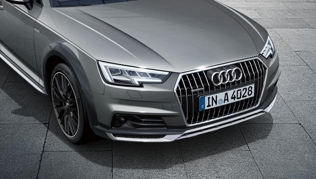 画像: カメラで前走車や対向車を検知して配光を変えるマトリクスLEDヘッドライトを装備。