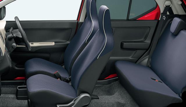 画像: アルトX 4WD車のインテリア。
