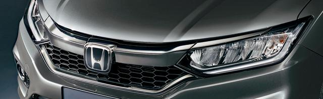 画像: フロントグリルやヘッドライトガーニッシュにダーククロームメッキを採用。