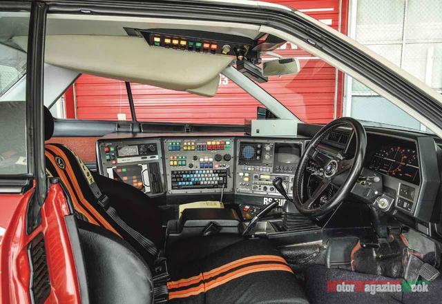 画像: まさに「電子の要塞」とでも呼ぶべきコクピット。RS軍団の中でも唯一1名乗車というのもスパルタン。