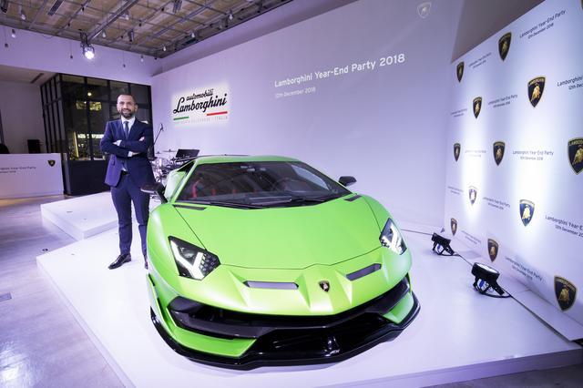 画像: ランボルギーニ・ジャパン カントリー・マネージャー のフランチェスコ・クレシ氏とアヴェンタドール  SVJ。