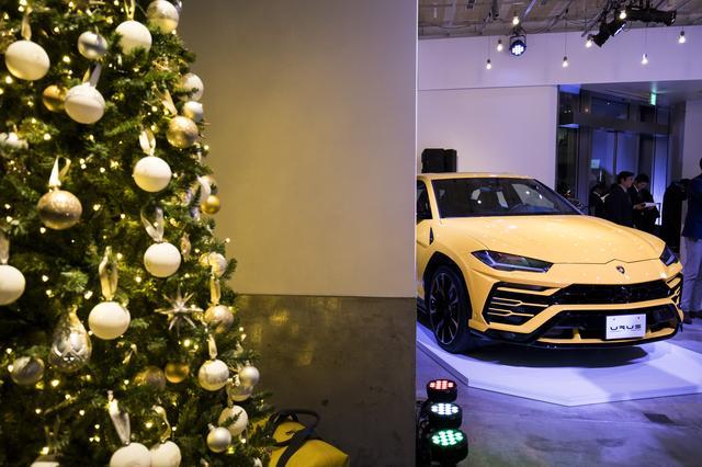 画像: 会場にはランボルギーニ・オリジナルクリスマスツリーが飾られた。