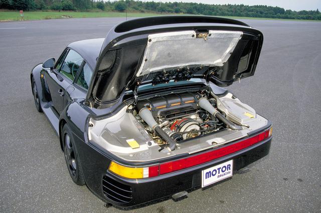 画像: シリンダーヘッドのみ水冷で4バルブDOHC化されたエンジン本体はあまり見えない。