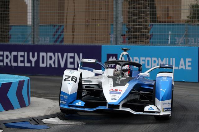 画像: ダ・コスタにとって自身2度目のフォーミュラE優勝は、BMWへの最高のプレゼントとなった。ポールポジションからの完璧な優勝で、今シーズンの活躍が楽しみとなってきた。